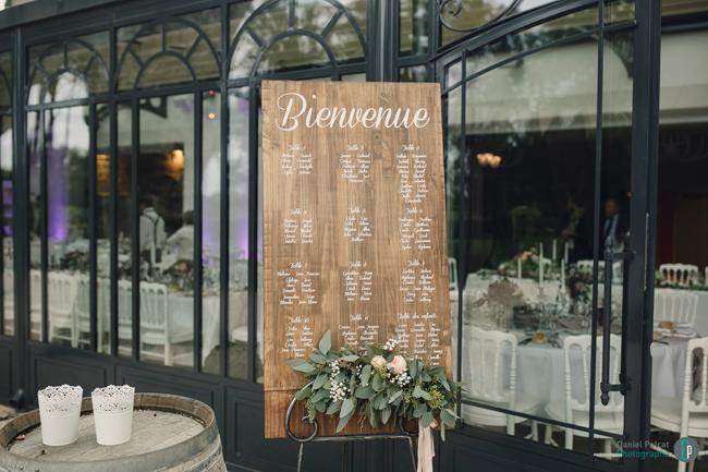 plan-de-table-sur-bois---mariage
